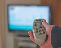 Ändernde Satellitenfernsehenkanäle. Stockfotos
