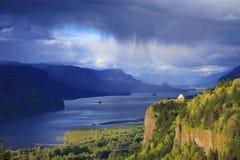 Änderndes Wetter in der Kolumbien-Schlucht Oregon. Stockfotos