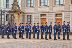 Änderung der Abdeckung im Prag-Schloss Stockbild