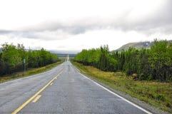 Ändlös huvudväg i Alaska Arkivbilder