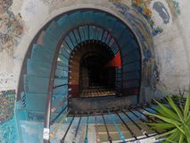 Ändlös trappuppgång i en konstgalleri fotografering för bildbyråer