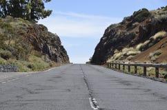 Ändlös väg i Tenerife arkivbilder