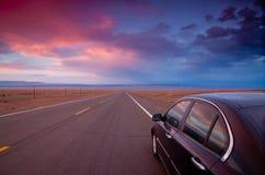 ändlös vägsolnedgång Arkivfoto