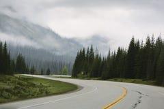 Ändlösa vägar i Banff Royaltyfri Fotografi