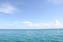 Ändlöst hav och himmel Fotografering för Bildbyråer