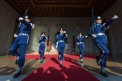 Ändra av vaktceremonin på Chiang Kai-Shek Memorial Hall Fotografering för Bildbyråer