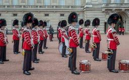 Ändra av vakterna på Buckingham Palace, London, Förenade kungariket arkivbilder