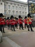 Ändra vakten At Buckingham Palace, London - materielbild Fotografering för Bildbyråer