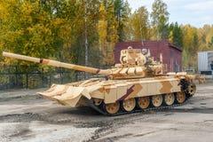 Ändrad T-72 med den extra skyddssatsen Royaltyfri Fotografi