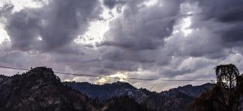 Ändrande färg av himlen på skymning Arkivbild
