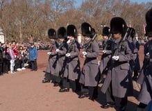 ändrande guardslott för buckingham royaltyfri bild