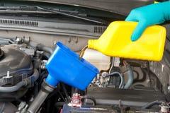 ändrande olja för bil Royaltyfria Bilder