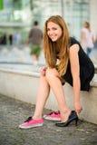 Ändrande skor för tonåring Royaltyfria Bilder