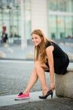 Ändrande skor för tonåring Arkivfoton