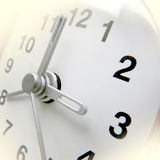 Ändrande tid på klockan Arkivfoton
