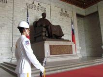 Ändrande vakt i medborgaren Chiang Kai-shek Memorial Hall royaltyfri foto