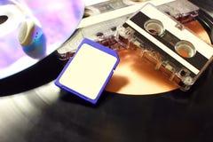 Ändring av teknologi från grammofondisketter till SD royaltyfria foton