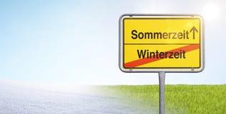 Ändring av tid från vinter - till sommartid royaltyfria foton