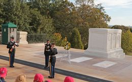 Ändring av vakten, Arlington nationell kyrkogård, Virginia, USA arkivbilder