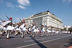 Ändring av vakten på den grekiska parlamentet Royaltyfria Bilder