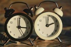 Ändring för tid för klockamarkeringsvinter royaltyfria bilder