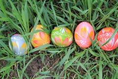 Äng för påskägg på våren Arkivfoto