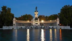 ängel fallen spain för madrid parkretiro staty royaltyfri foto