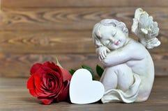 Ängel, hjärta och röd ros Royaltyfri Bild