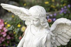 Ängel i kyrkogård Arkivfoto
