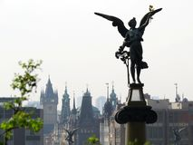 Ängel i Prague ovanför staden arkivfoton