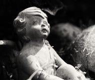 Ängel i trädgård Arkivfoton
