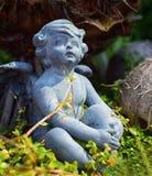 Ängel i trädgård Royaltyfri Foto