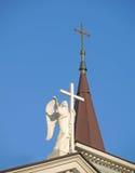Ängel med ett kors på taket Royaltyfri Bild