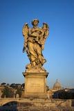 Ängel med gissel i Ponte Sant Angelo, Rome, Italien Royaltyfria Bilder