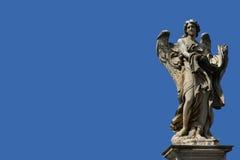 Ängel med utrymme för blå himmel och kopierings Arkivbild
