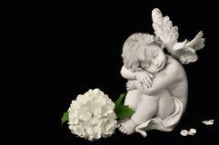 Ängel och vit blomma Royaltyfria Foton