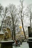 Ängel på bakgrunden av den ortodoxa kyrkan Royaltyfria Bilder