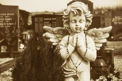 Ängel på en kyrkogård arkivbilder