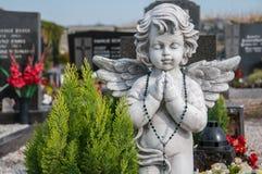 Ängel på en kyrkogård Royaltyfri Bild