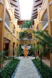 Ängel på en Mexico semesterortbyggnad royaltyfri fotografi