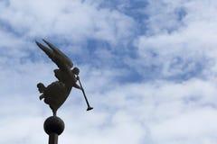 Ängel på himmelbacground Royaltyfri Foto