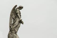 Ängel som bevakar gravarna av dödaen Royaltyfria Bilder