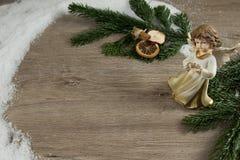 Ängel, trä, grangräsplan och deco Royaltyfri Foto