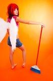 ängelcleaning henne spreadsvingar fotografering för bildbyråer
