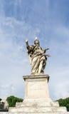 Ängeln med spikar statyn med seagullen på hennes huvud Royaltyfri Bild