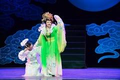 Ängeln och kaninen - den historiska magiska magin för stilsång- och dansdramat - Gan Po Royaltyfri Foto