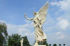 Ängelstaty av det Schwerin slottet, Tyskland Arkivfoton