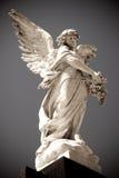 Ängelstaty i en kyrkogård Arkivbilder