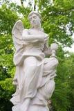 Ängelstaty i trädgården Royaltyfria Bilder