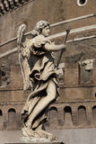 Ängelstaty och slott i Rome, Italien Royaltyfria Foton